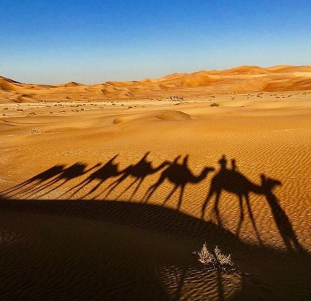 Luciano Huck mostrou um passeio de camelo no deserto (Foto: Reprodução Instagram)
