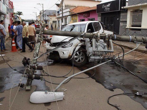Acidente deixa quatro feridos em Bambuí (Foto: Marco Antônio/Tv Bambuí)