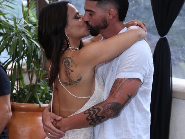 Viviane Araújo e o noivo, Radamés (Foto: Anderson Borde/AgNews)