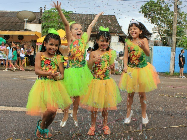 As 'filhas do galo' fazem a festa no Bloco do Pinto, em Porto Velho (Foto: Vanessa Vasconcelos/G1)