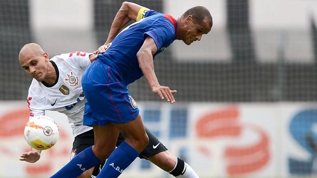 Rivaldo e Fábio Santos, Corinthians x São Caetano (Foto: Mauro Horita/Agência Estado)