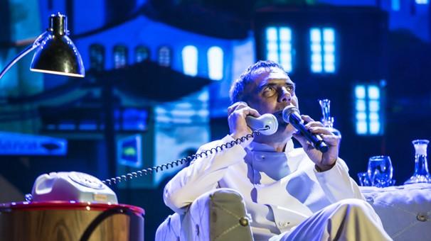 O talk show de Mateus Solano contou com abertura e encerramento de Arnaldo Antunes (Foto: Aline Massuca/Globo)