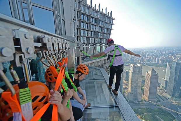 Torre Jinmao Tower inaugura passarela de vidro (Foto: China Daily/ reprodução)