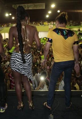 Cris Vianna e Davi Brazil na quadra da Imperatriz na Zona Norte do Rio (Foto: Isac Luz/ EGO)