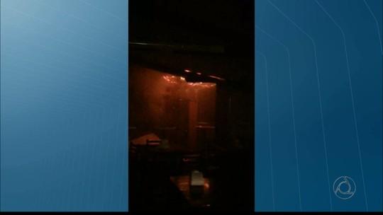 Incêndio atinge bar na orla de João Pessoa durante festa