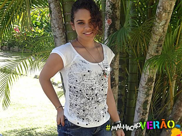 A camiseta de Julia com frases também faz o maior sucesso (Foto: Malhação / TV Globo)