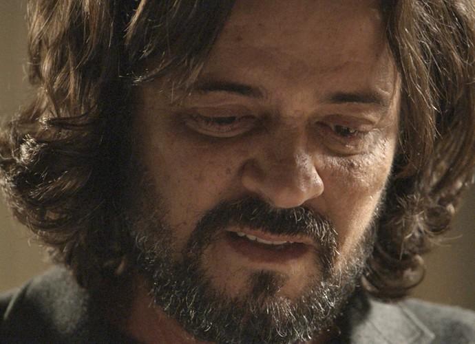 Bernardo descobre o nome de sua mãe biológica  (Foto: TV Globo)
