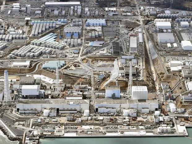 Vista geral da usina Fukushima Daiichi, da Tokyo Electric Power Co, no Japão, em foto de 11 de março (Foto: Reuters/Kyodo)