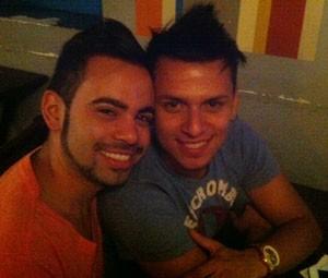 Os namorados Peterson, 23 anos, vendedor, e Wallace, 24, gerente de buffet (Foto: Rodrigo Ortega/G1)