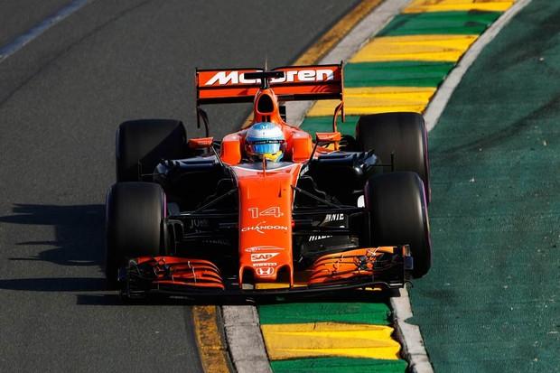 Fernando Alonso, principal piloto da McLaren, abandonou etapa de estreia de 2017 (Foto: Divulgação)