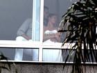 Gisele Bündchen e Tom Brady trocam carinhos em hotel no Rio