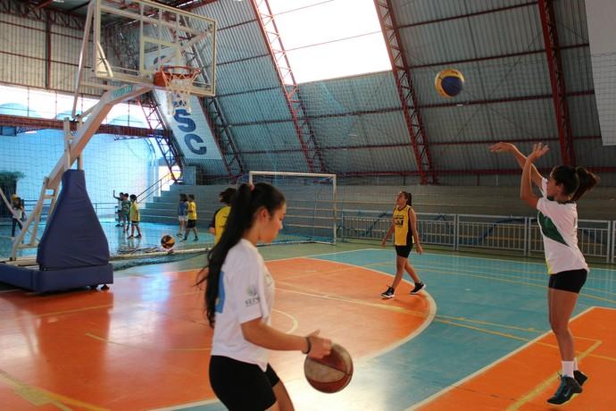 Treino da seleção feminina sub-15 de basquete (Foto: Hélder Rafael)