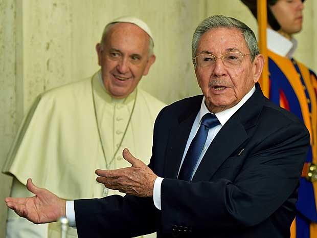Presidente de Cuba, Raúl Castro, se reuniu com o Papa Francisco no Vaticano.  (Foto: Vincenzo Pinto / AFP Photo)