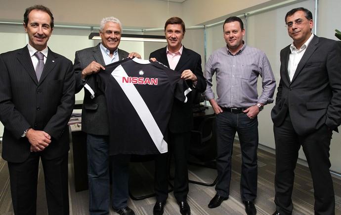 Presidente Roberto Dinamite com dirigentes da Nissan, parceira do clube. (Foto: Divulgação)