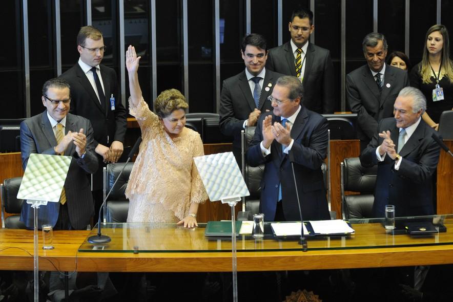 Dilma Rousseff segue a programação e, antes de discurso no Congresso Nacional, faz juramento para seu segundo mandato