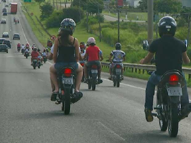 Motociclista não percebe a presença de outra moto em rodovia da região de Campinas (Foto: Reprodução EPTV)