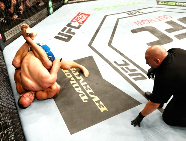 Tor Troeng X Trevor Smith - UFC (Foto: Getty Images)