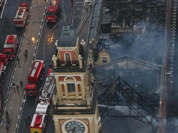 Incêndio destruiu o Museu da Língua Portuguesa, em SP, nesta segunda (21) (Foto: Tiago Queiroz/Estadão Conteúdo)