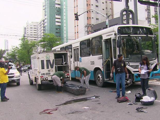 Motociclista não resistiu à colisão e faleceu  (Foto: Reprodução/TV Globo)