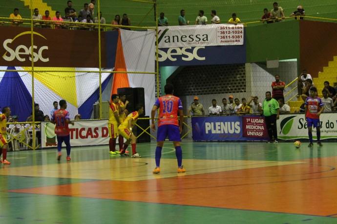 Abaré vence Cabróbo por 3 a 0 no jogo de abertura da 19ª Copa TV Grande Rio de Futsal (Foto: Magda Lomeu)