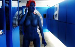 Ju Isen se fantasia da personagem Mística para visitar X-men expo em SP (Foto: Iwi Onodera / EGO)