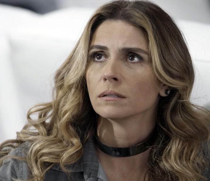Atena é surpreendida por Zé Maria (Foto: TV Globo)