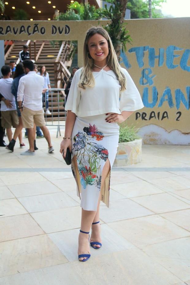 Ex-BBB Maria Claudia curte show no Rio (Foto: Agnews)