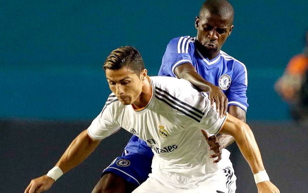 Cristiano Ronaldo e Ramires jogo Real Madrid e Chelsea (Foto: AP)