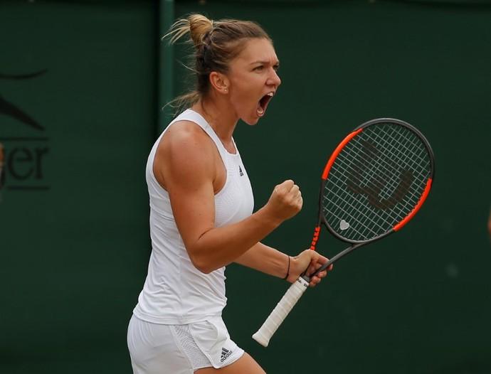 Simona Halep vibra vitória sobre rival Victoria Azarenka em Wimbledon (Foto: REUTERS/Andrew Couldridge)