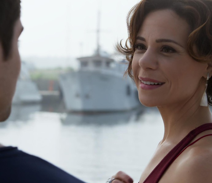 Ana é pega de surpresa por Tito (Foto: TV Globo)