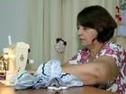Moradora de Lins costura vestidos para crianças carentes do nordeste