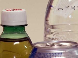 Embalagens de bebidas podem esconder fungos e bactérias (Foto: Reprodução EPTV)