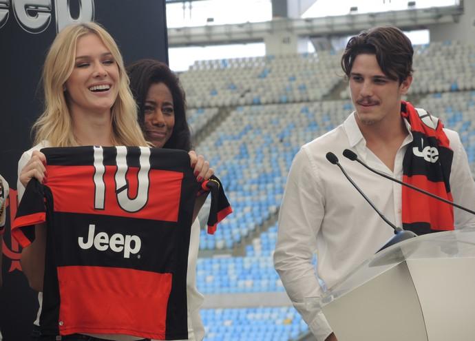 Fiorella e Rômulo Neto camisa Flamengo (Foto  Sofia Miranda) 1ca4fd840418a