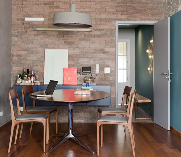 Tijolos-sala-de-jantar-apartamento-dt-estúdio (Foto: Edu Castello/Editora Globo)