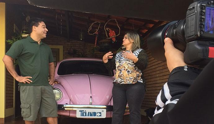 Fusquinha rosa pertence a funcionária pública Célia  (Foto: Divulgação | Tô Indo)