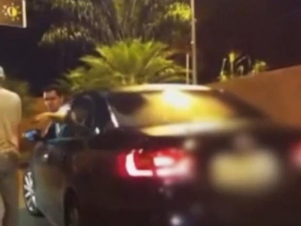 As imagens foram gravadas pelas jovens agredidas verbalmente por um homem no McDonald's em Teresina (Foto: Reprodução)