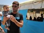 Ricky Martin visita refugiados no Líbano como embaixador da Unicef