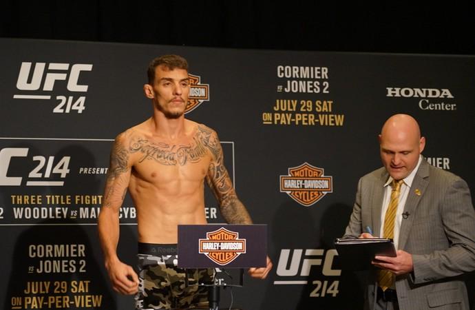 Renato Moicano pesagem UFC 214 (Foto: Evelyn Rodrigues)