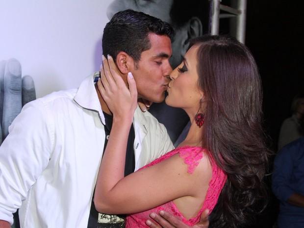 Marcello Melo Jr. e a namorada, Caroline Alves, em boate na Zona Sul do Rio (Foto: Anderson Borde/ Ag. News)
