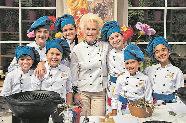 Ana Maria Braga com os participantes da terceira temporada do reality 'Super Chefinhos' (Foto: Globo/ Cesar Alves)