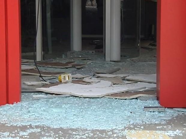 Agência vai ficar fechada após assalto (Foto: Reprodução / TV TEM)