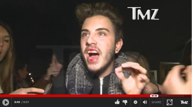 Justin Bieber aparece dando soco em fã em vídeo (Foto: Reprodução)