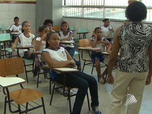 Mais de 130 mil alunos voltam às aulas na rede municipal em Salvador (Foto: Reprodução / TV Bahia)
