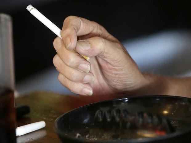 Cigarro pode provocar mutações, segundo estudo  (Foto: AP Photo/Gerald Herbert)