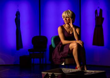 Paula Cohen é dirigida por Pedro Granato no espetáculo (Foto: divulgação)