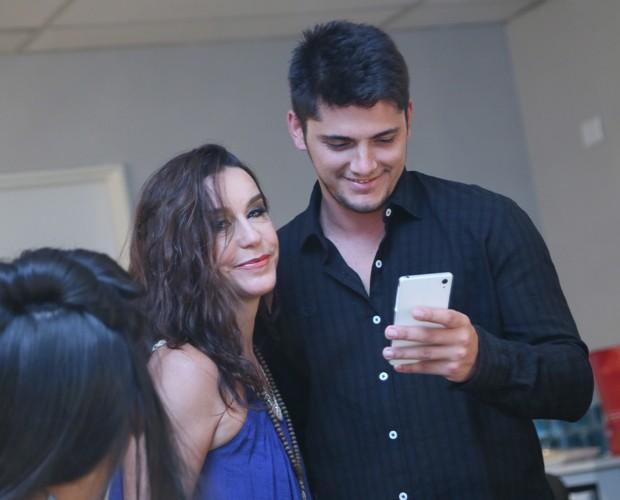 Bruno e Lucélia batem papo (Foto: Carol Caminha / Gshow)