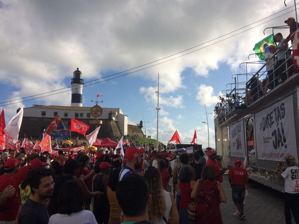 Ato em Salvador pede a saída de Temer e a realização de eleições (Foto: Maiana Belo/G1 Bahia)