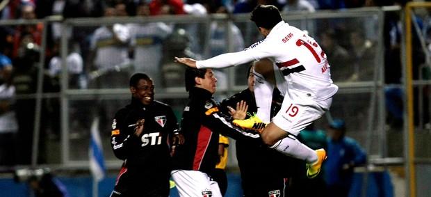 Aloísio comemoração jogo São Paulo e Universidad Catolica (Foto: AP)