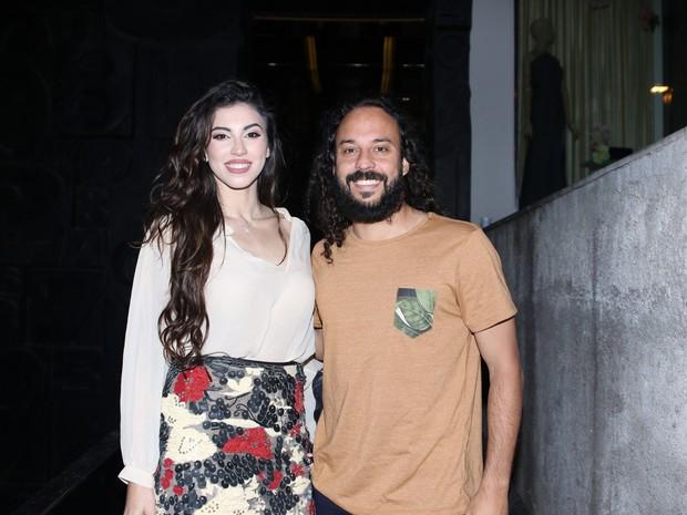 Gabriel O Pensador e a namorada, Giulia Brito, em festa em São Paulo (Foto: Thiago Duran/ Ag. News)