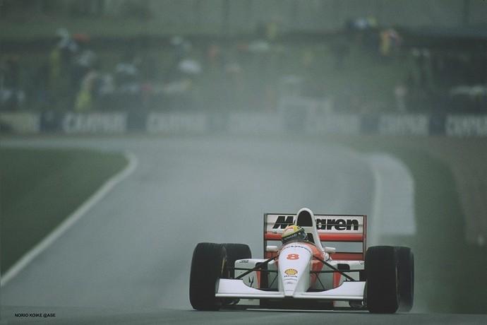 Senna em seu último ano na McLaren, em 1993, no Grande Prêmio da Inglaterra (Foto: Norio Koike)